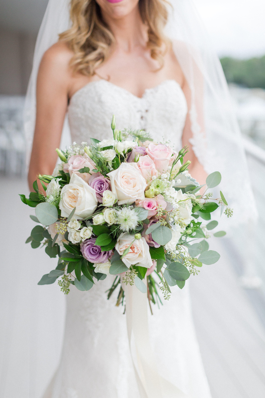 Best-Bridal-Bouquet-Virginia-Beach-Wedding-Venue-Luke-and-Ashley-Photography