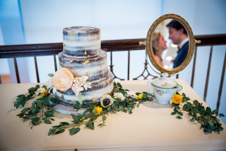 David-Champagne-Photography-Incredible-Edibles-Bakery-Lesner-Inn-Wedding-Cake-Virginia-Beach.jpg
